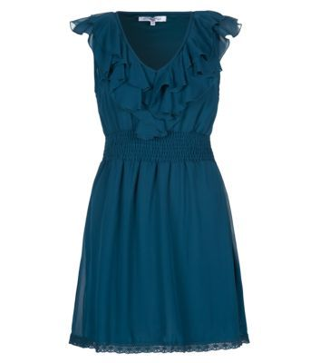 Work gypsy style with this figure flattering ruffle front dress. Whether worn to work with a contrasting blazer, or to the beach with peeptoe wedges and shades, your sure to look chic in this cute floaty number. #newlookfashion #newlook #dresses