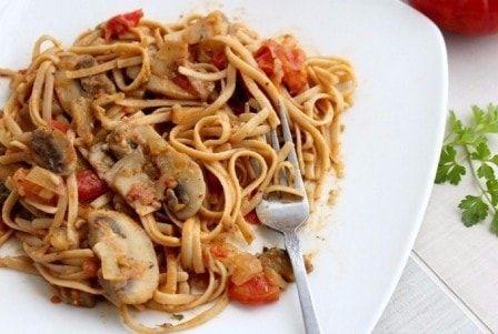 Спагетти с грибами, овощами и соевым соусом  #спагетти_с_грибами #кулинария #рецепты #вторые_блюда