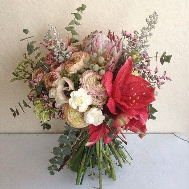 Амарилисы, ранункулюсы, бруния, анемоны, эвкалипт, гвоздики, розы и большая протея.  http://www.lacybird.ru/  #flower #bouquet