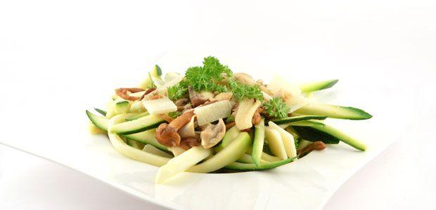 LUNCH/AVOND - Pasta van courgette met champignons. Ook lekker met nog wat (zongedroogde) tomaatjes.