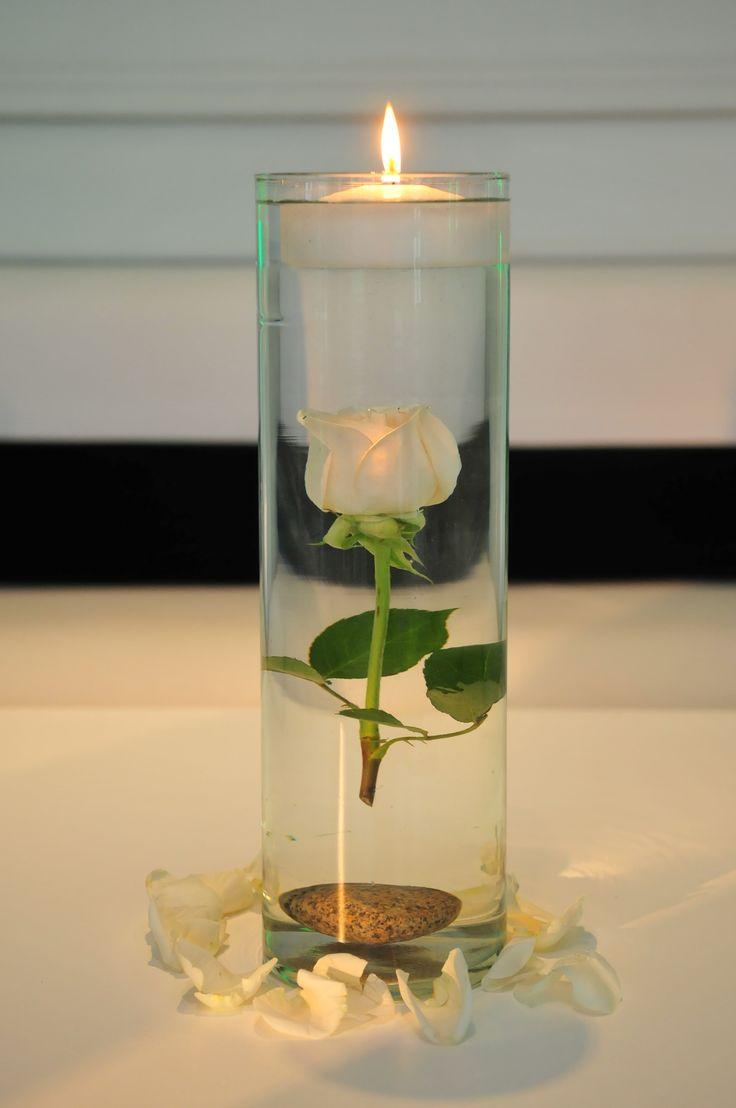 Rosa sumergida con vela | Centro de mesa | Pinterest