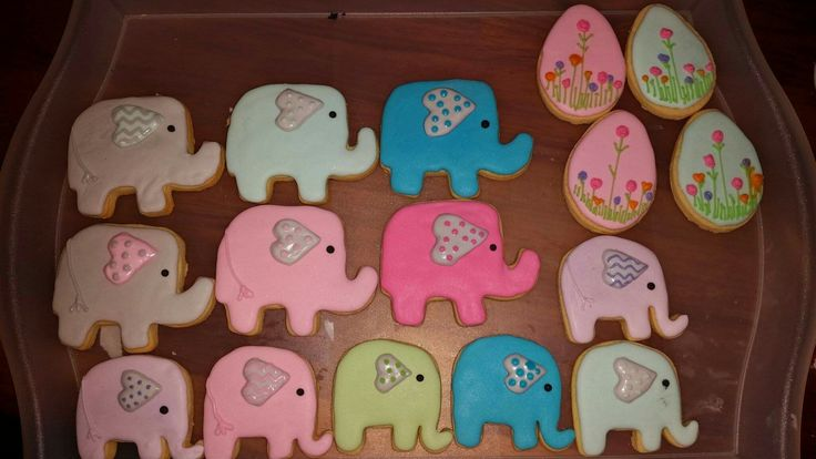 Pink Milk & Peonies - elephant biscuits   @pink_milk_and_peonies