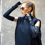 Купить или заказать Серое пальто без рукавов Fantasy в интернет-магазине на Ярмарке Мастеров. Прекрасное, экстравагантное пальто без рукавов из прессованного кашемира отличного качества. Можно носить как жилет, пальто, свободный топ. Можно одевать на майку, надевать под низ лосины, джинсы; поверх - блузки, свитера. Верх можно использовать как большой уютный шарф, что немаловажно при российском климате. Изделие с тремя отверстиями для рук. Как правильно одевать эту вещь смотрите здесь www.