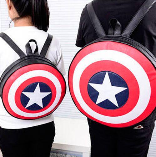 Mochila Capitan America para el o ella. Dispone de dos tiras para poder llevarla en la espalda y de un asa central. Un escudo nunca viene mal!
