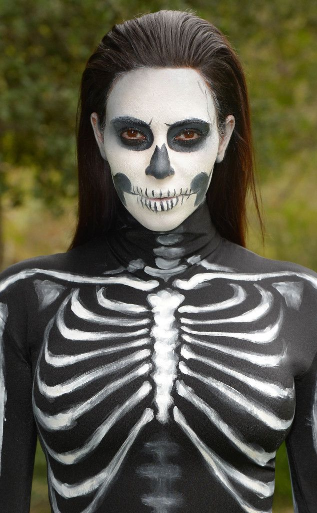 DIY Halloween Costume: Watch This Spooky Skeleton Makeup Tutorial Now! Kim Kardashian, Halloween