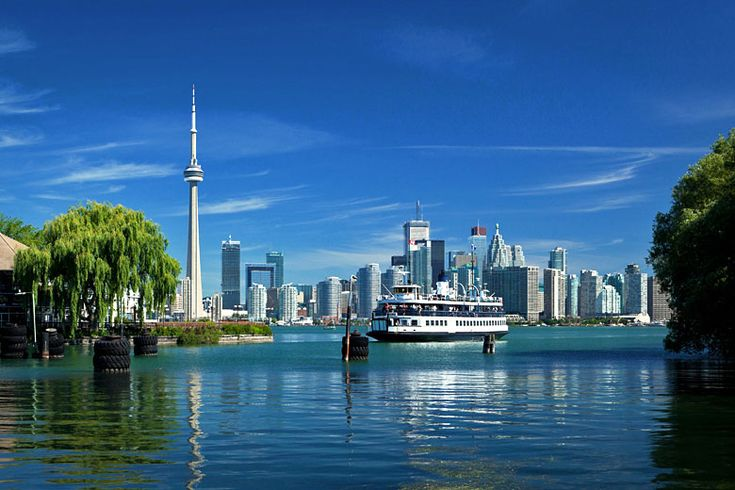 The ferry to Toronto Island Park | A newbie's guide to #Toronto, #Ontario, #Canada | Weather2Travel.com #travel #city