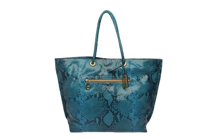 Anche mentre si fa shopping si può avere stile, a partire dalla shopping bag: borsa capiente e pratica per fare i propri acquisti in totale comfort.  Moda Blog Four Stroke  http://www.fourstrokegroup.com/blog/2012/07/17/shopping-bag-primavera-estate-2012/