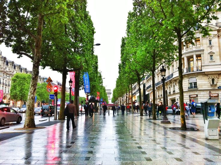 Avenue des Champs-Élysées in Paris, Île-de-France. - This street did an amazing job at reminding me how poor I am.