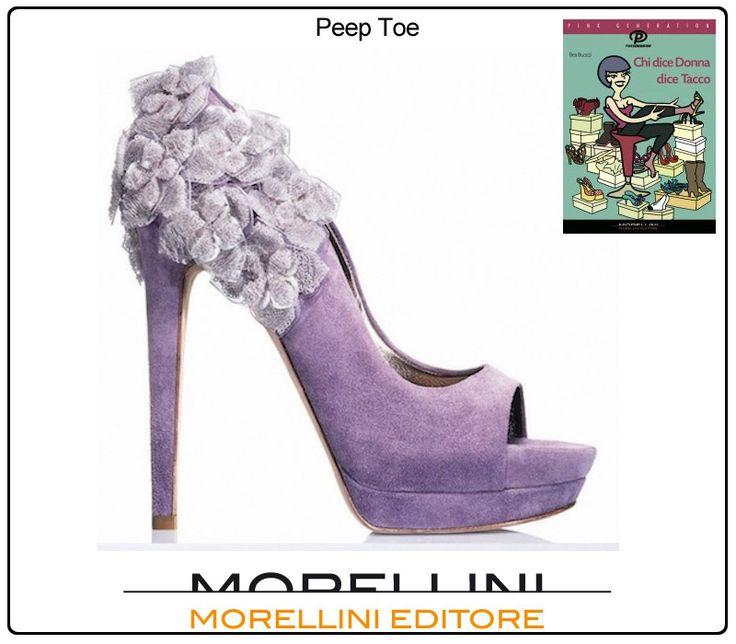 Ovvero, il buco con la scarpa intorno. Il dito sbircia da una punta aperta che offre a queste calzature un sapore retrò e un aspetto glamour.