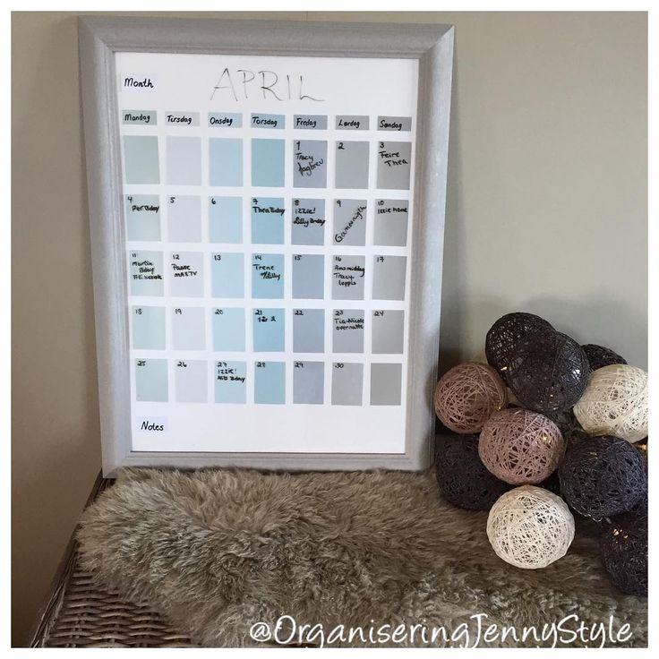 DIY calender. Whiteborad function. Love it, just whipe it and the end of the month and set it up for the new month. Very decorative, in our home is one of the first things you see when you walk inn the door, and the last thing you see when you leave. Work great for everyone. Made by OrganiseringJennyStyle, check out @OrganiseringJennyStyle at instagram.