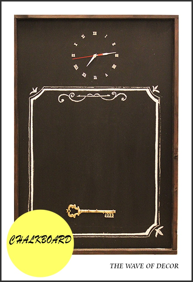 The chalkboard.  Большая грифельная доска с антикварным ключом.