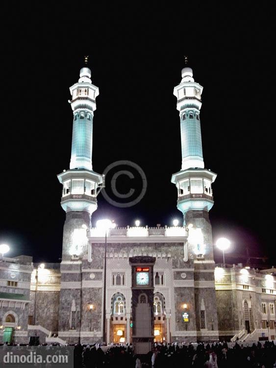 Pilgrims in mosque; Al-Haram Mosque; Mecca; Saudi Arabia