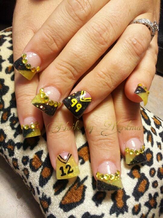 Football jersey nail art... love the Jersey idea!!!