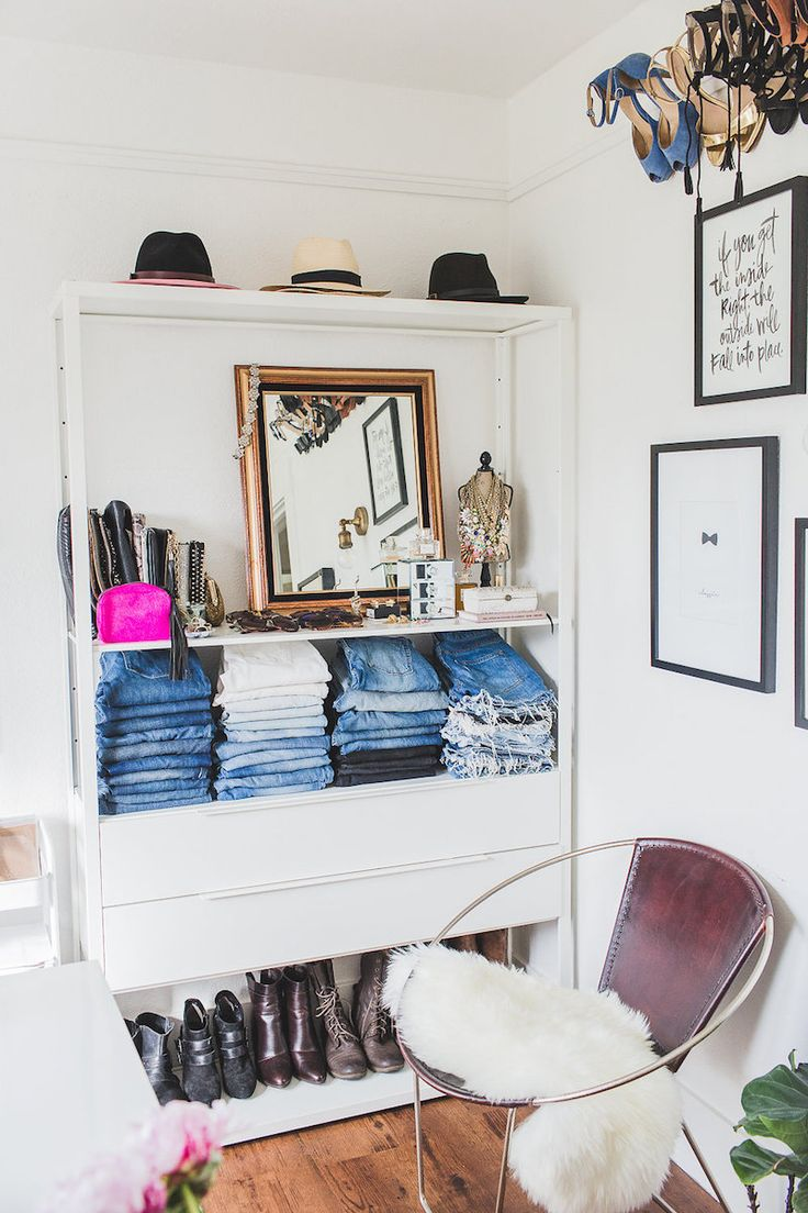 A pretty way to organize clothes if you're running low on space