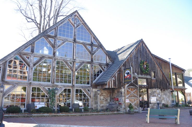 Smoky Mountain Brewery in Downtown Gatlinburg. They have great Philly Cheese Steaks!! #Gatlinburg #Tennessee  #dining