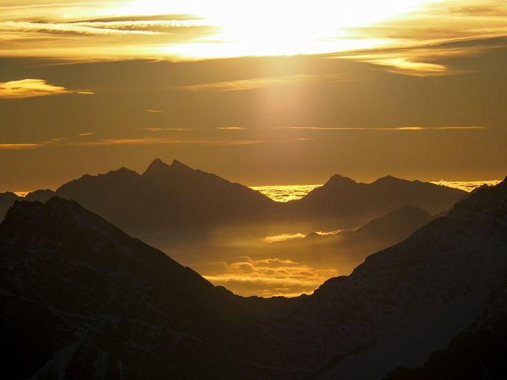 Composée de 365 milliards de pixels, cette image panoramique unique vous autorise à zoomer tant et plus pour découvrir les détails du massif du Mont-Blanc.