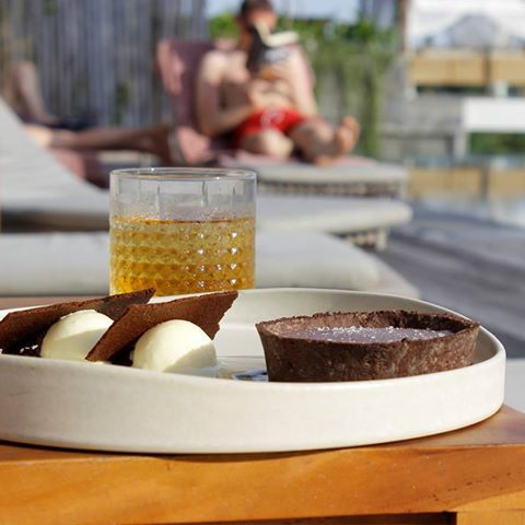 Let's head to the pool this afternoon and try the classic selections, Warm Salted Chocolate Tart with Olive Oil ice cream, an Old Fashioned, and the best jungle-view pool. . . . . . #bismaeight #luxury #boutiquehotel #hotel #ubud #bali #bestnewhotel #dessert #oldfashioned #infinitypool #summerishere