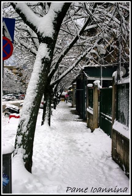 Πεζοδρόμια της οδού Δωδώνης,φεβρουάριος 2012