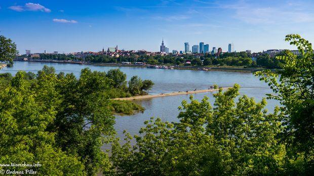 Warschau Panorama mit der Weichsel im Vordergrund / Skyline of Warsaw with Vistula River