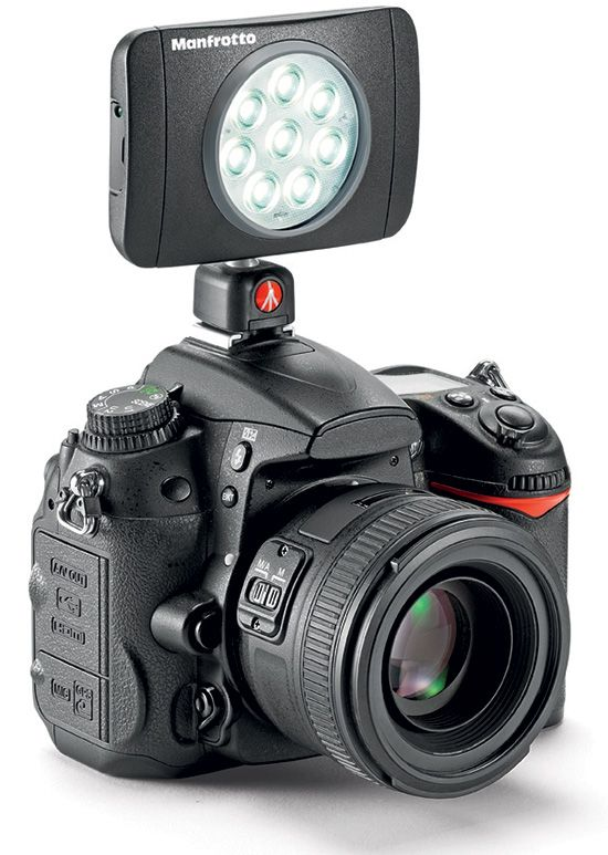 Left-handed-Nikon-DSLR-camera