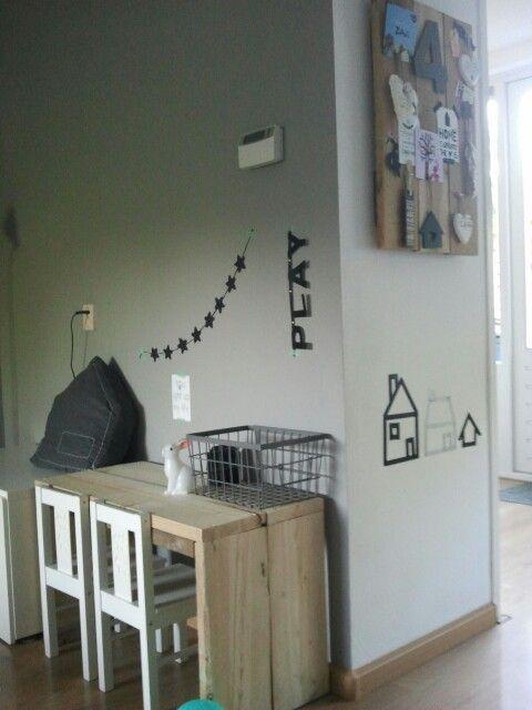 www.kidsmopolitan.com Kids room desk area