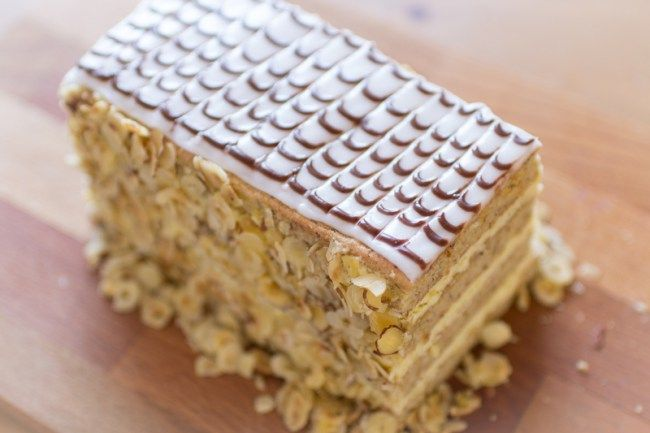 Esterházy Torte | Saftiger Nusskuchen mit Cremefüllung | Esterhazyschnitten |