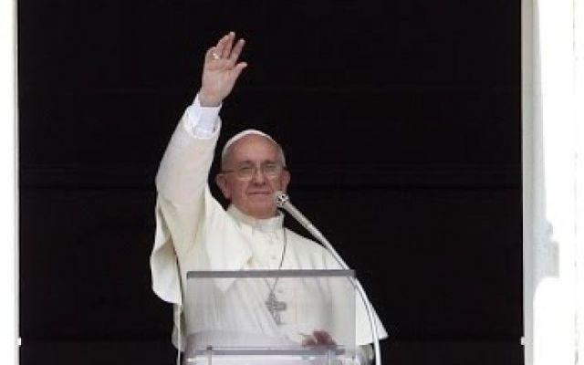 """Appello di Papa Francesco ai fedeli e alle Parrocchie: """"accogliete una famiglia di migranti"""" Roma - Papa Francesco ha rivolto un appello per i migranti alle parrocchie, comunità e santuari di Europa.  """"Ognuno - ha detto - accolga una famiglia di profughi, un gesto concreto in preparazione d #papafrancesco #papa #vaticano #appello"""
