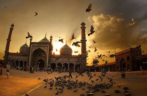 Characteristic Attractions in Delhi – Red Fort, India Gate, Lotus Temple, Jama Masjid and Qutab Minar