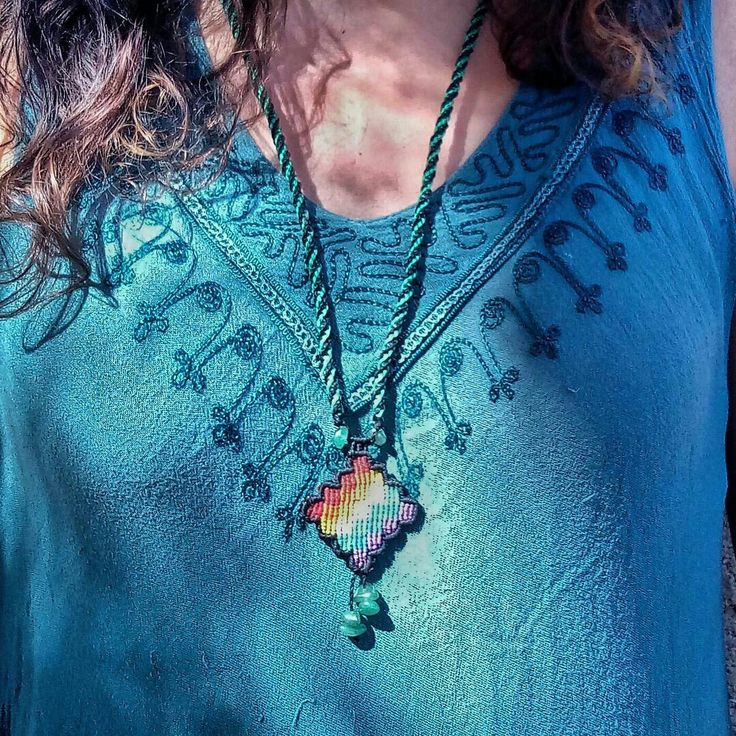 Ethnic necklace, sliding closure, adjustable length.