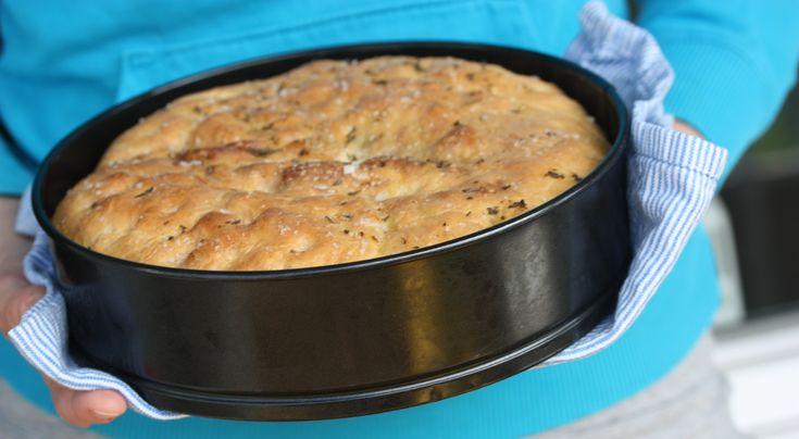 Fylt foccaciabrød med choritzo, pesto og cheddarost