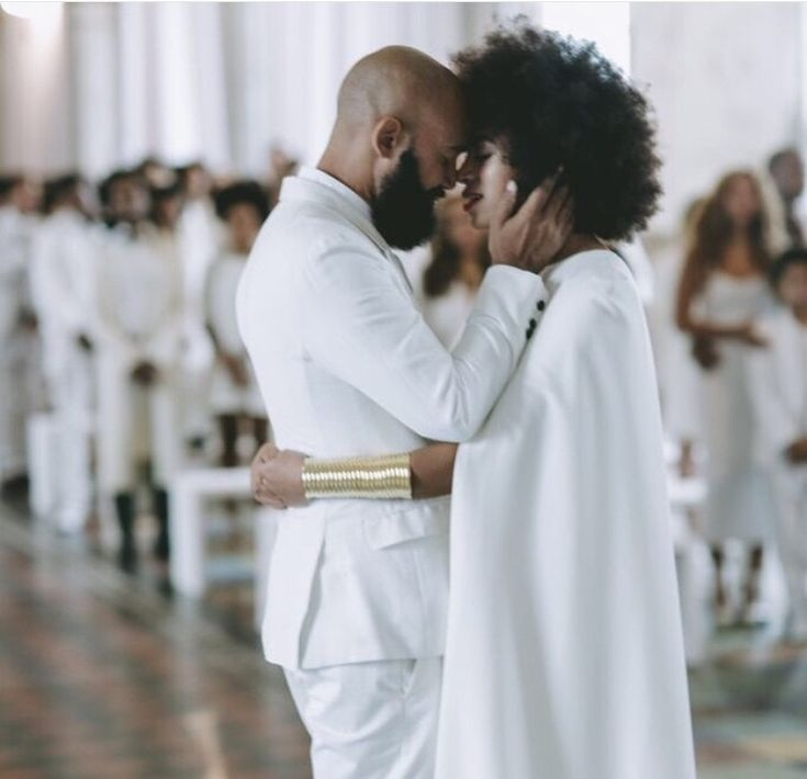 afro bride. natural bride. wedding hair. bridal hair.