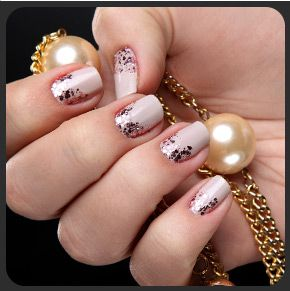 Unhas decoradas com glitter by Cheers Nail Club