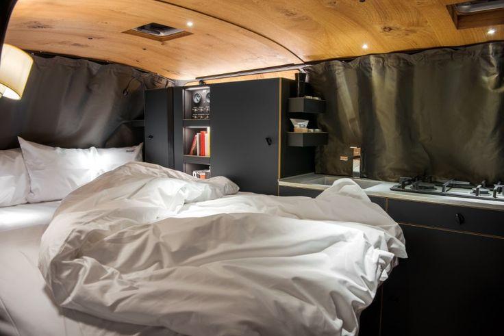 Campingbus VW T6 von Custom Bus und Nils Holger Moormann; Bett