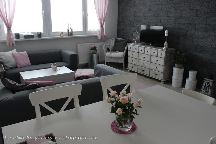 Living room, spring, light pink ...