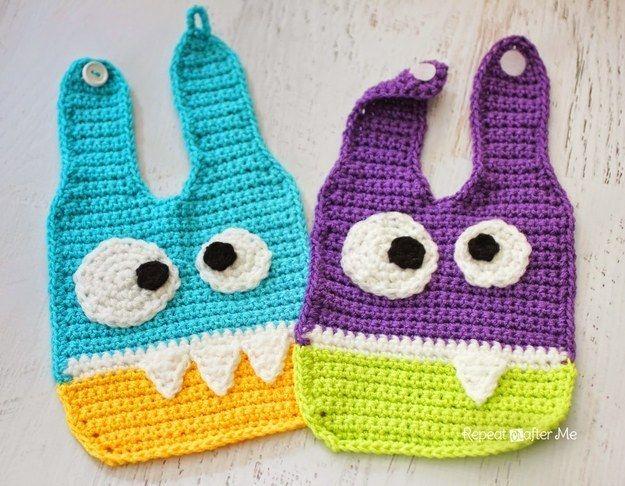 Baberos de monstruos | 29 Cosas increíblemente geniales que puedes tejer para un bebé