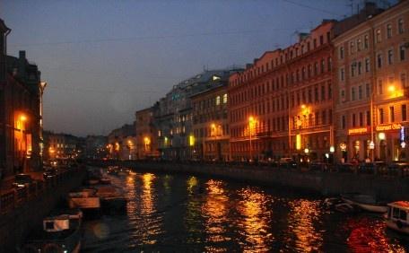 Ночные огни осеннего Петербурга