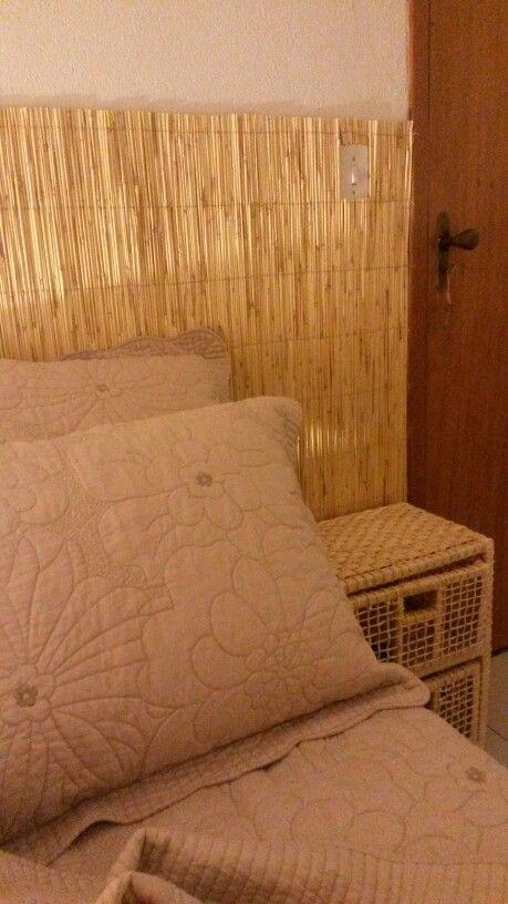 Painel da cama de esteira de bambu + criado de palha
