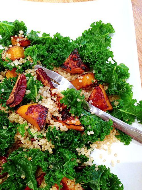 Kale, quinoa, butternut caramélisée, pécan & Chips de kale #vegan | Green Cuisine