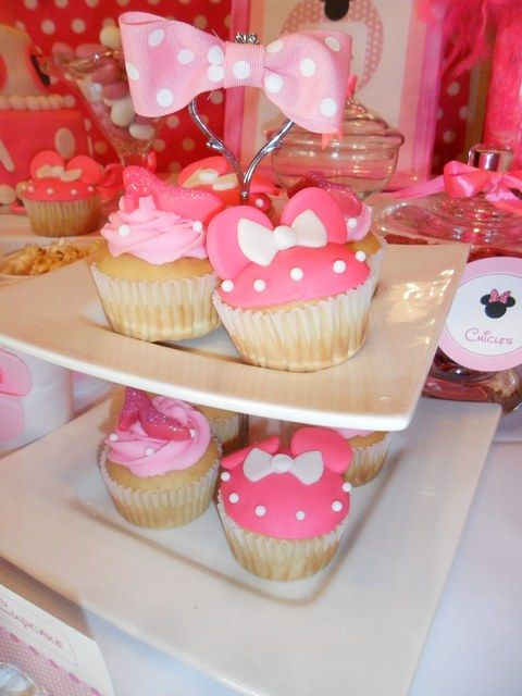 Minnie Mouse Party Cupcakes #minniemouse #cupcakes