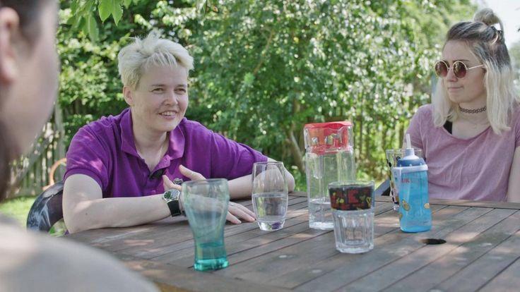 """Menschen - das Magazin im ZDF Am Samstag von 12.05–12.15 Uhr mit unserer Autorin Gee Vero (""""Meine Brücke zu dir"""") unter dem Motto   """"Die Ich-Maske""""  Gee Vero ist Autistin mit Asperger-Syndrom. Das wusste sie lange nicht. Die Diagnose kommt spät, erst im Alter von 37 Jahren."""