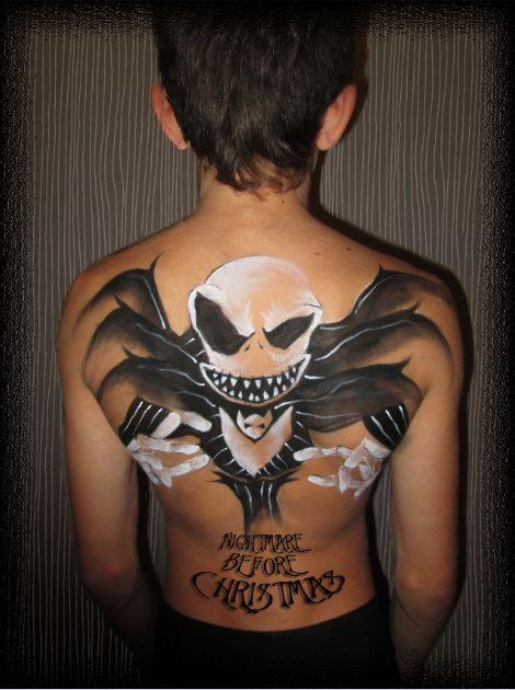 Jack Skeleton maquillado en la espalda con acuacolor negro y blanco