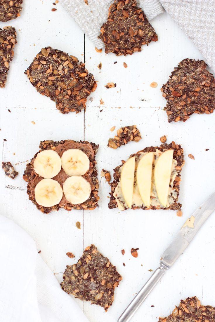 Gluten-free multi seed crackers // Gluteeniton siemennäkkäri