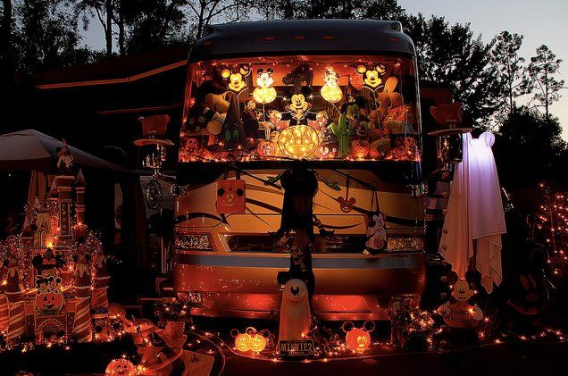 28 best images about weird rvs on pinterest museums for Airstream christmas decoration