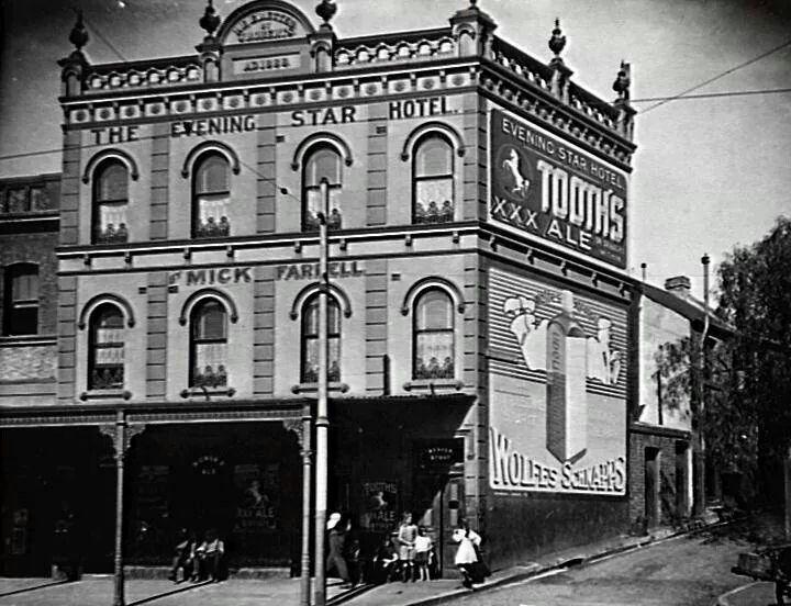 Evening Star Hotel,Crown St,Surry Hills in 1900.Photo by Sydney Aldermen.A♥W