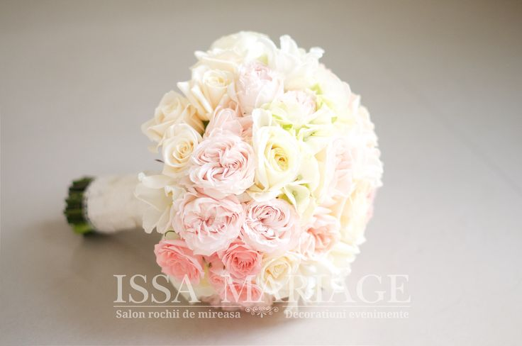 buchet mireasa superb in culori pale roz si ivory.jpg