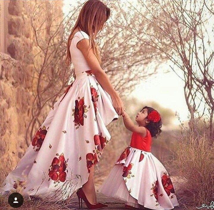 Um lindo tal mãe tal filha.
