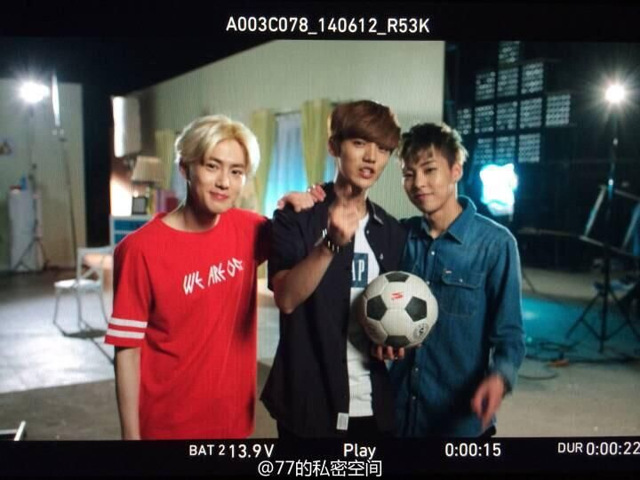 Happy Camp director Weibo update - EXO suho,chanyeol, and xiumin
