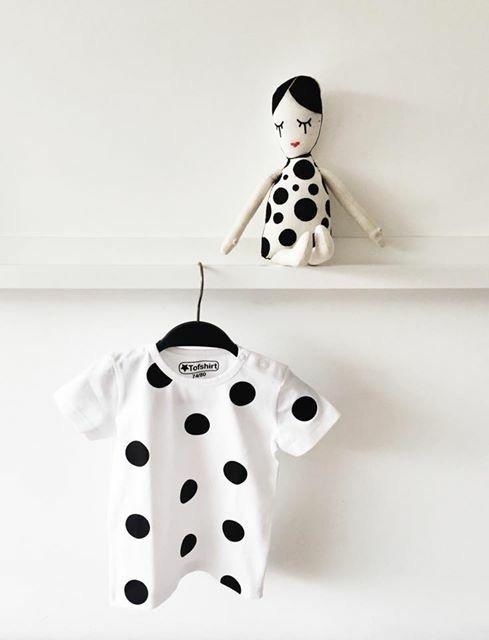 Baby shirt met zwarte dots #tofshirt