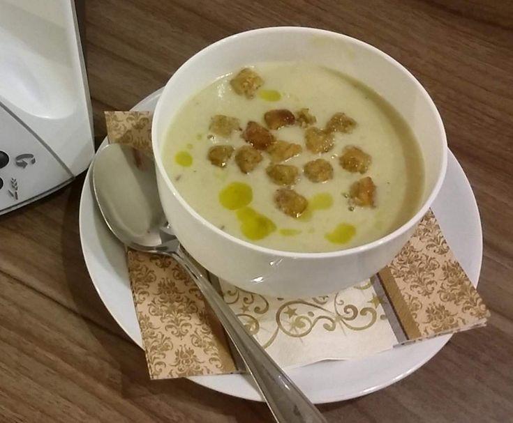 Weißkohl-Cremesuppe mit Trüffelöl und/oder Räucher lachs von Ines79 auf www.rezeptwelt.de, der Thermomix ® Community