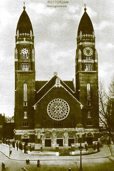 Met de bouw van de kerk was in 1904 begonnen. Architecten waren B. Hooijkaas jr. en M. Brinkman. t. De namen van de schenksters moeten geheim blijven; ze werden pas in 1932 bekend. De kosten van de bouw, inclusief grond en inrichting, bedroeg ongeveer een half miljoen gulden. De eerste steen werd op 14 juli 1904 gelegd. De feestelijke inwijding had plaats op 2 april 1907. Het orgel werd op 19 april 1908 in gebruik genomen.